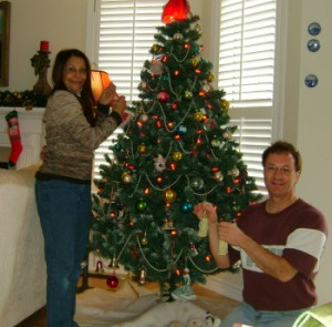 Bob and Andrea decorating the tree